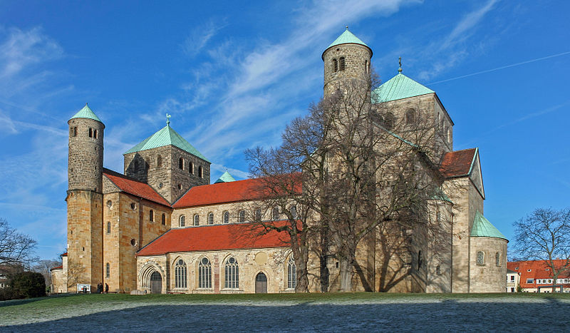 800px-St_Michaels_Church_Hildesheim.jpg